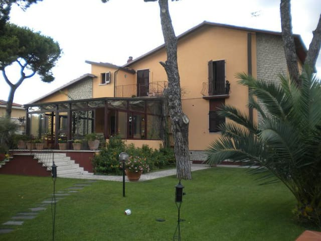 Villa Acero - Carrara - Bed & Breakfast