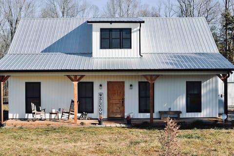 THE WHITE HOUSE II ✨ Spacious Yard ✨ Airy & Modern