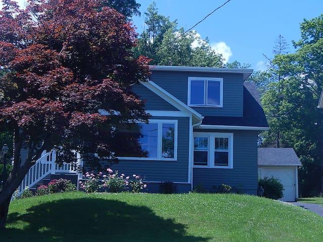 Rose Cottage - Year round beauty! - Canandaigua - House