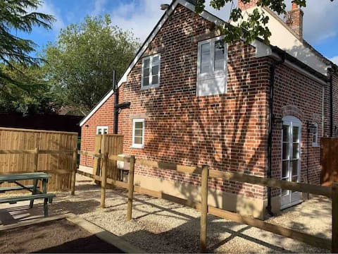 The Old Pumphouse- Restored One Bedroom Cottage