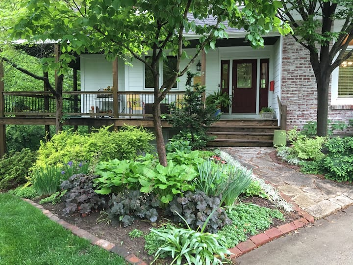 Nature in the Heart of Overland Park! With kitchen