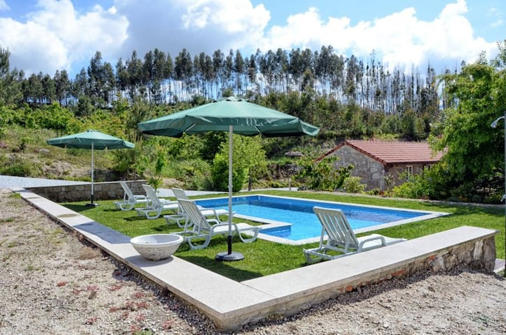 Casa com Barbecue e Piscina Privada - Ribas