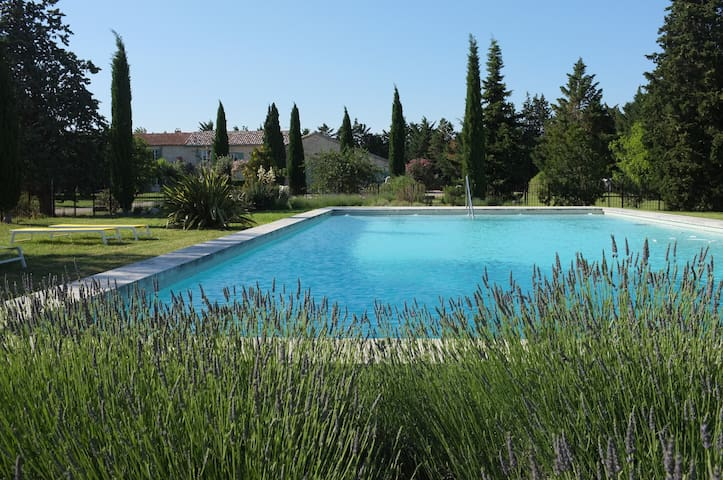 Luminous studio in heart of Provence - Tarascon - Huis