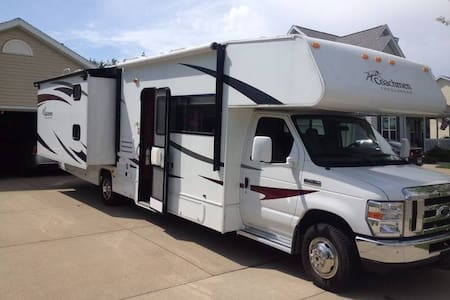 Motorhome for up to 9 guests, incl. 100miles/day - Shasta Lake