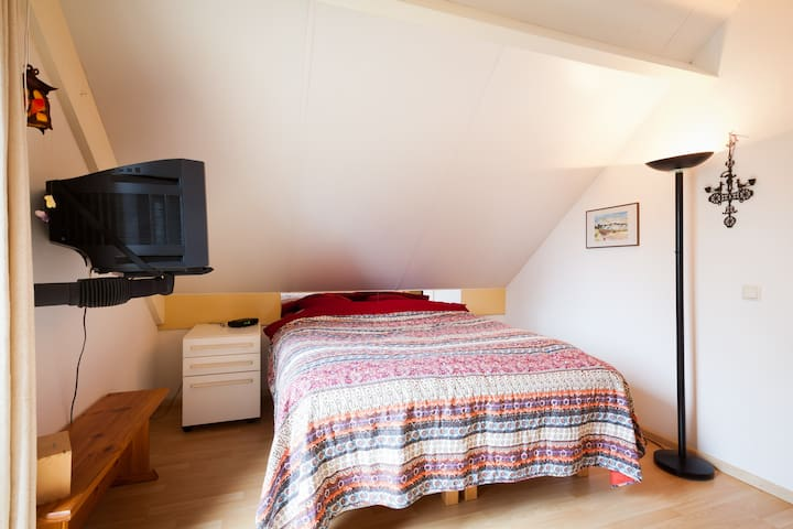 master bedroom (upstairs) with double bed 160 x 200cm, can be seperated into two single beds
