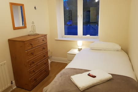 Feel at Home in a Private Single Bedroom!!