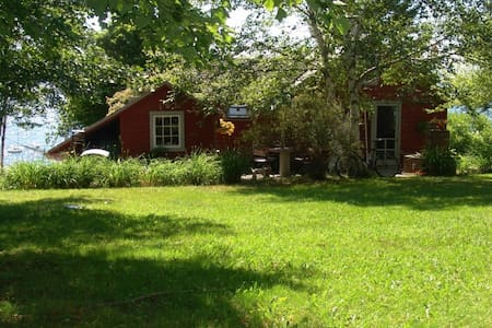 Brooklin Waterfront Summer Cottage - Brooklin - Stuga