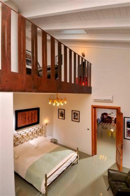 La stanza ed il salotto sul soppalco