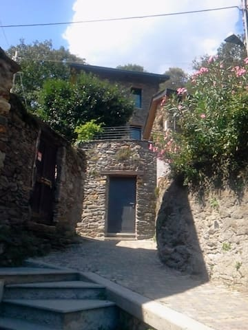 Stone hause - San Siro fraz. Lucena - บ้าน