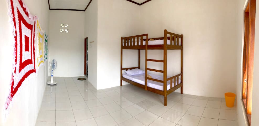 Flores One Love Homestay - Bunk bed room 2.2