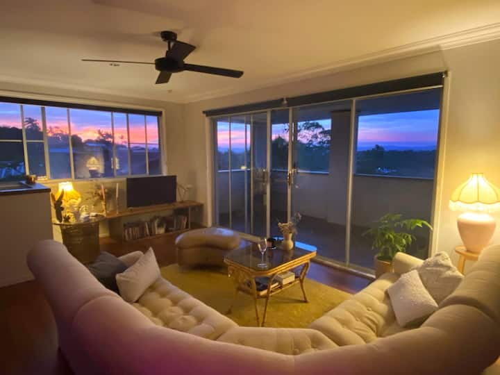 Magical Sunset view, walking distance to beaches!