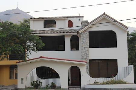 Acogedora Casa en Los Girasoles - Chaclacayo