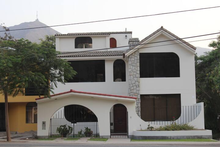 Acogedora Casa en Los Girasoles