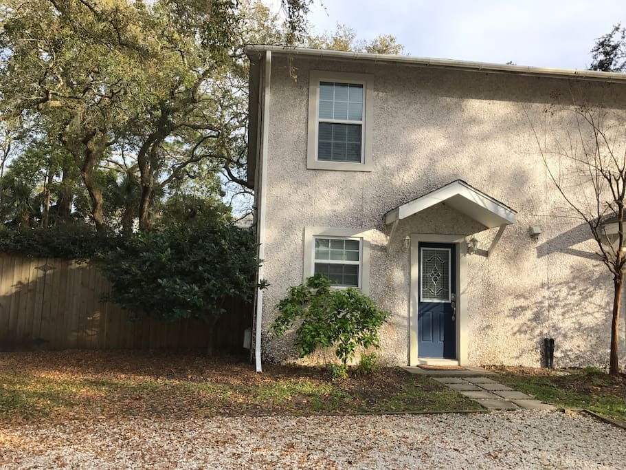 Town home rental side #2. 2 bedrooms. 2 1/2 baths.