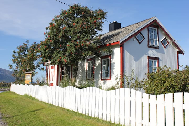 Hov Holiday Home in Lofoten - Vågan - Talo