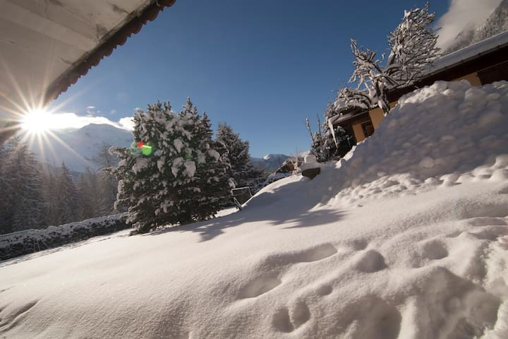 Room in a chalet 10min center 2min to bus& train - Chamonix-Mont-Blanc - Casa
