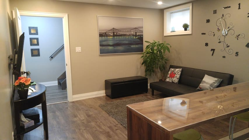New Private  Suite with parking
