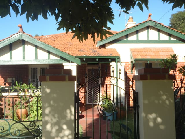 Mount Lawley close city/airport - Mt Lawley - House