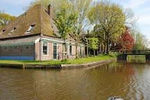 Deze boerderij staat op het Veldhuis even buiten Oostwoud.