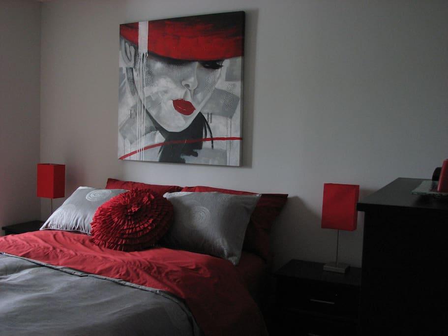 Chambre principal avec lit queen