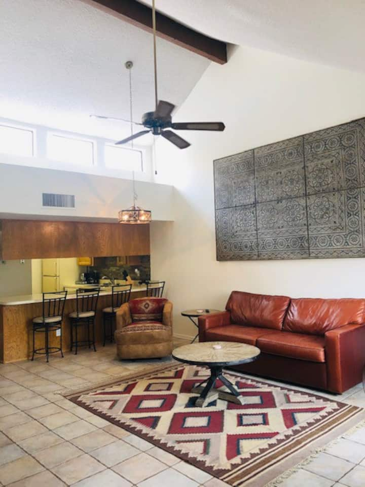 1 bedroom Central Catalina Foothills Condo