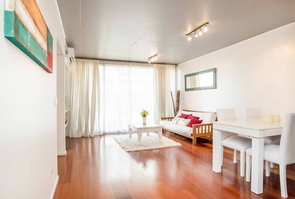 The living room is equipped with air conditioning, a 40″ LCD TV, a dinner table that seats six and a sofa that doubles as a bed for two people.