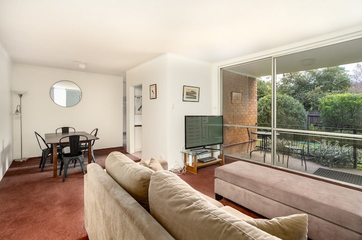 Quiet 2BR Apartment with Garden views in Griffith