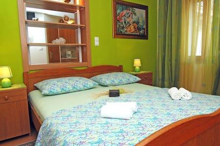 Studio apartment just steps from  Promenade - Trogir