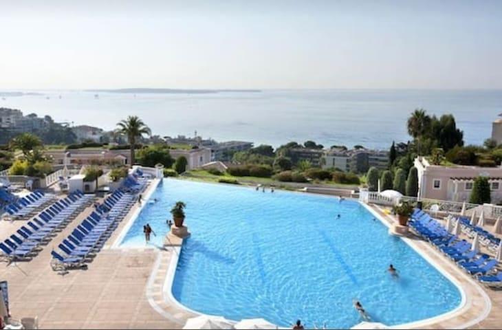 Great Sea View on Cannes Bay / Duplex / near Beach
