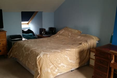 Gorgeous room with ensuite shower  - Twickenham - Pousada