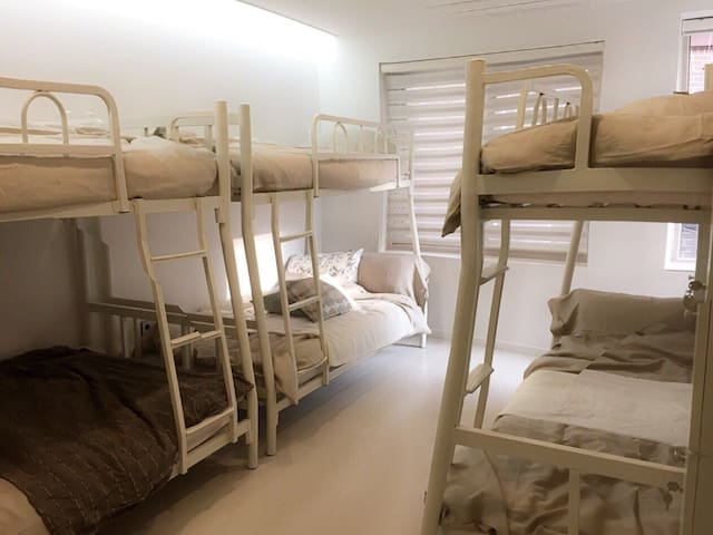 """*6 Female Super Bunkbed]"""" in Beautiful Share House"""