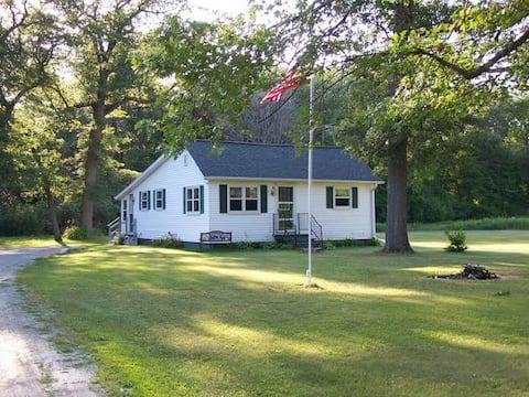 Bay Breeze Cottage - 4 Season Vacation Getaway!