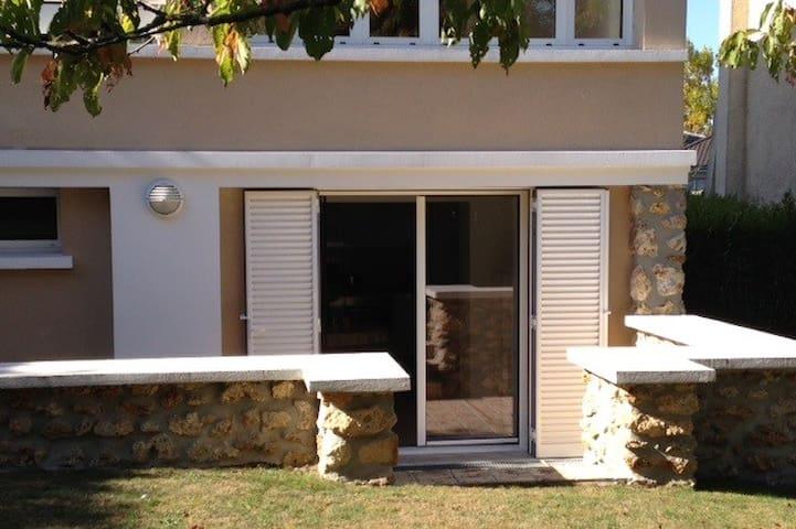 Viroflay : logement indépendant sur jardin