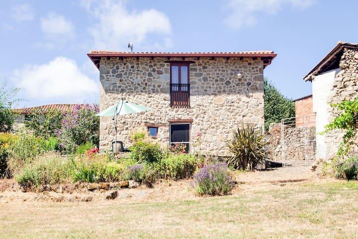 Casa de vacaciones moderna en Castrotañe con jardín