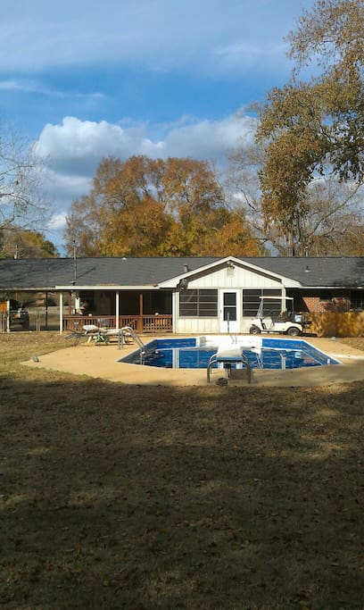 Big back yard, great for hosting, your events.
