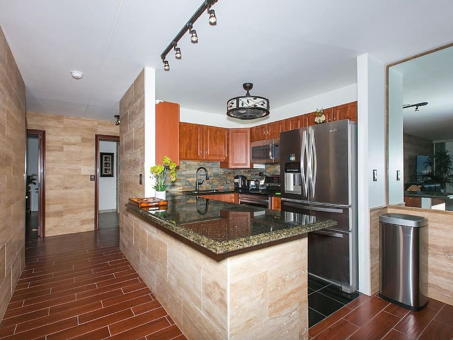 Full Kitchen with High-end appliances and a dishwasher