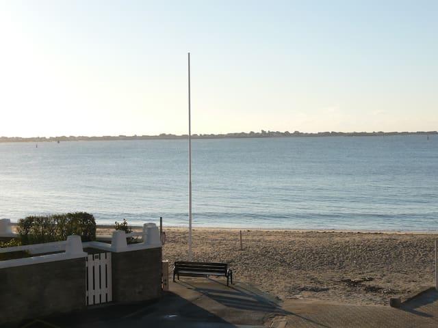 Face à la mer studio de 33m2 avec terrasse et wifi - Larmor-Plage - Apartemen