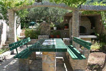 Rustic Villa for 4+1 in Makarska - superb location
