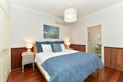 Lilladale Cottage with Harbour Views!