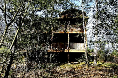 Log cabin 5 minutes from downtown  - Gatlinburg - Chalet