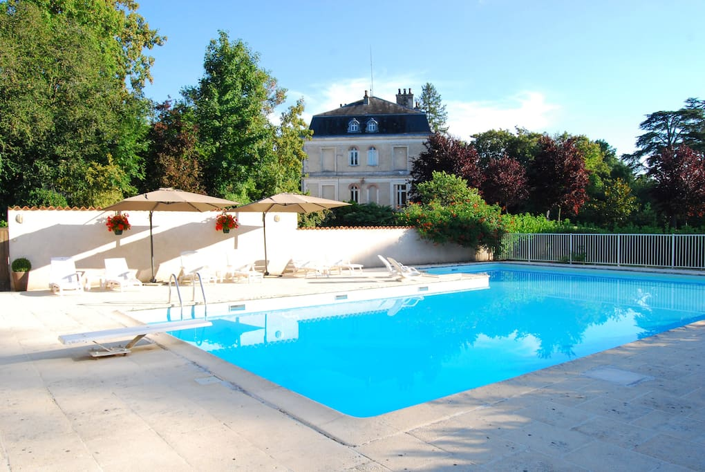 View of the large pool and the chateau