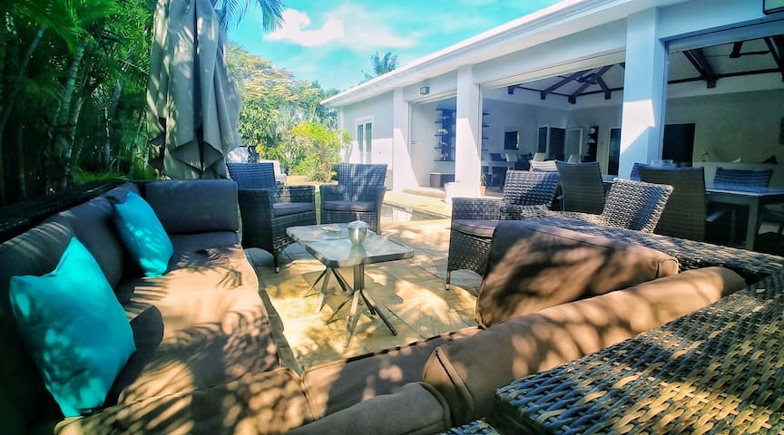 Villa Palmier with swimming pool, close to beach