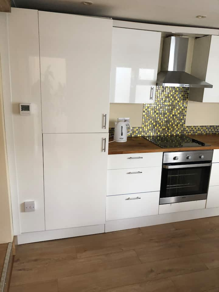 Self Contained  Flat  22min from Central London