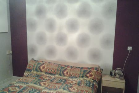 chambre d'amis avec salle de bain  - Nivolas-Vermelle