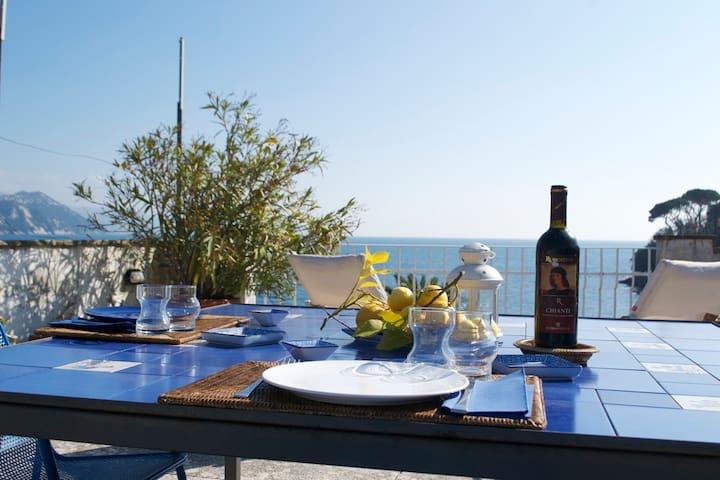 On the sea - Rapallo - Apartemen