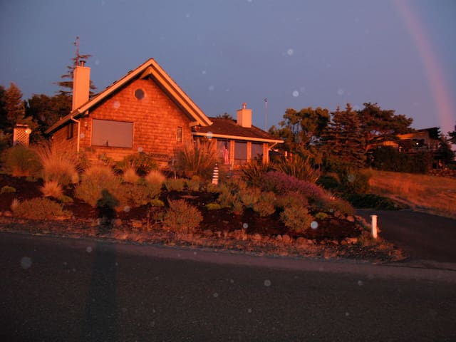 Beach house on Discovery Bay views and/ mountains - Port Townsend - บ้าน