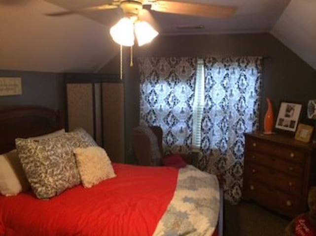 Private room in quiet neighborhood - Blytheville - Casa