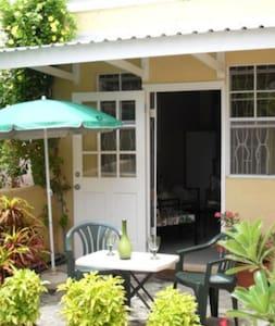 2 bedroom apartment - Dover Gardens - Oistins - Pis