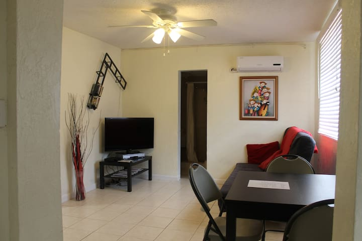 Your Perfect Home Away From Home! - Hollywood - Daire