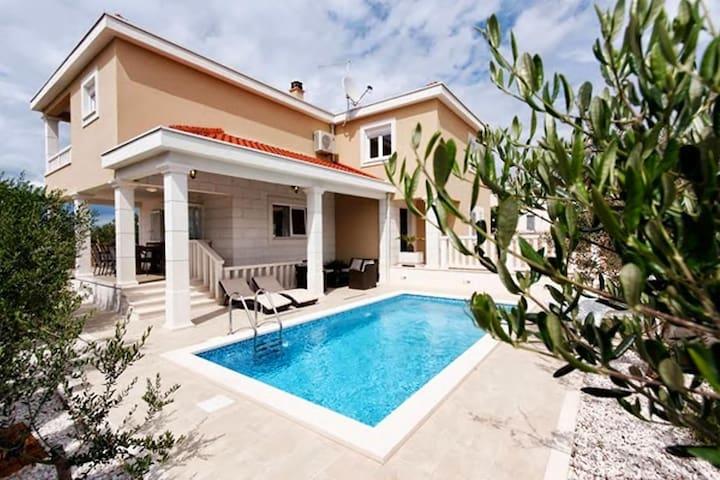 Villa Antonia - Necujam - บ้าน